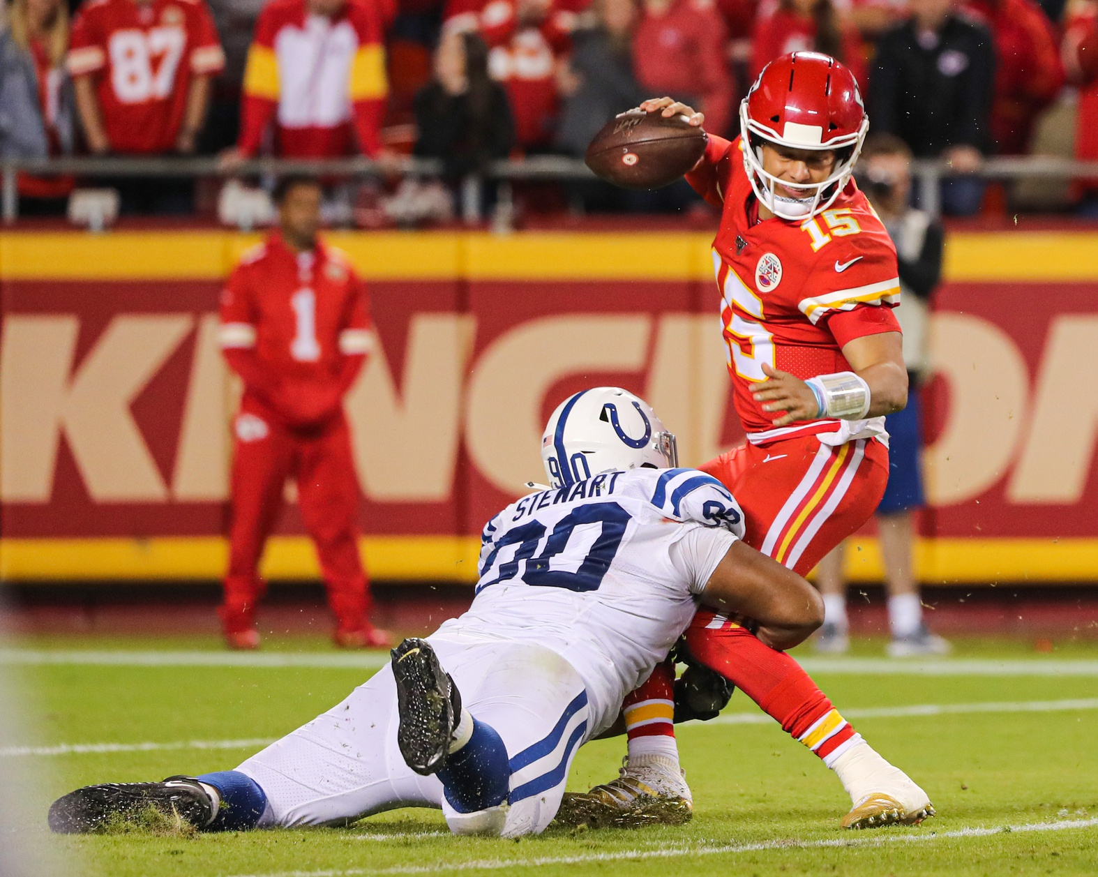 Patrick Mahomes Tweaks Ankle Chiefs Lose Four Starters In
