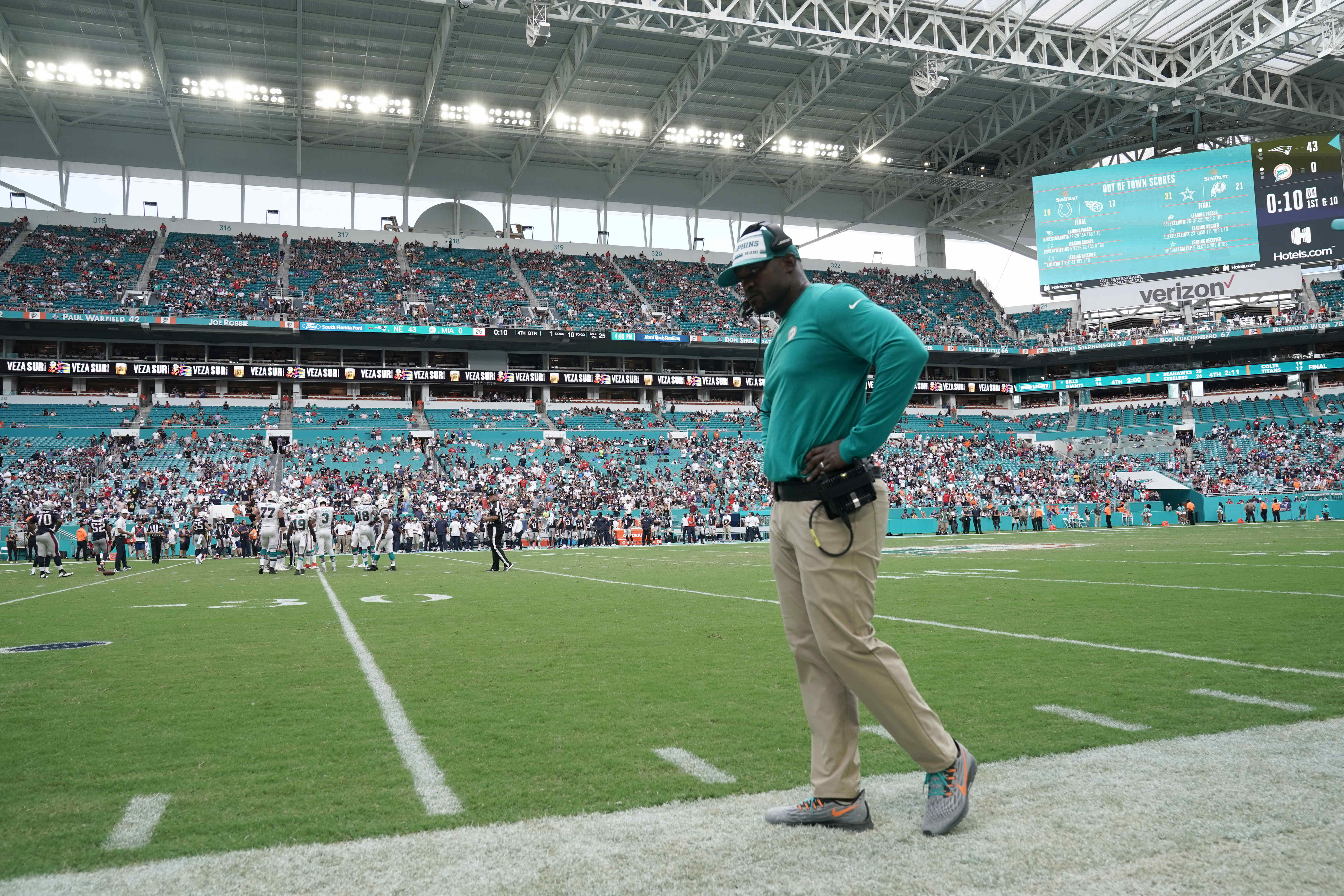 Brian Flores stands with Daniel Kilgore, wants to win