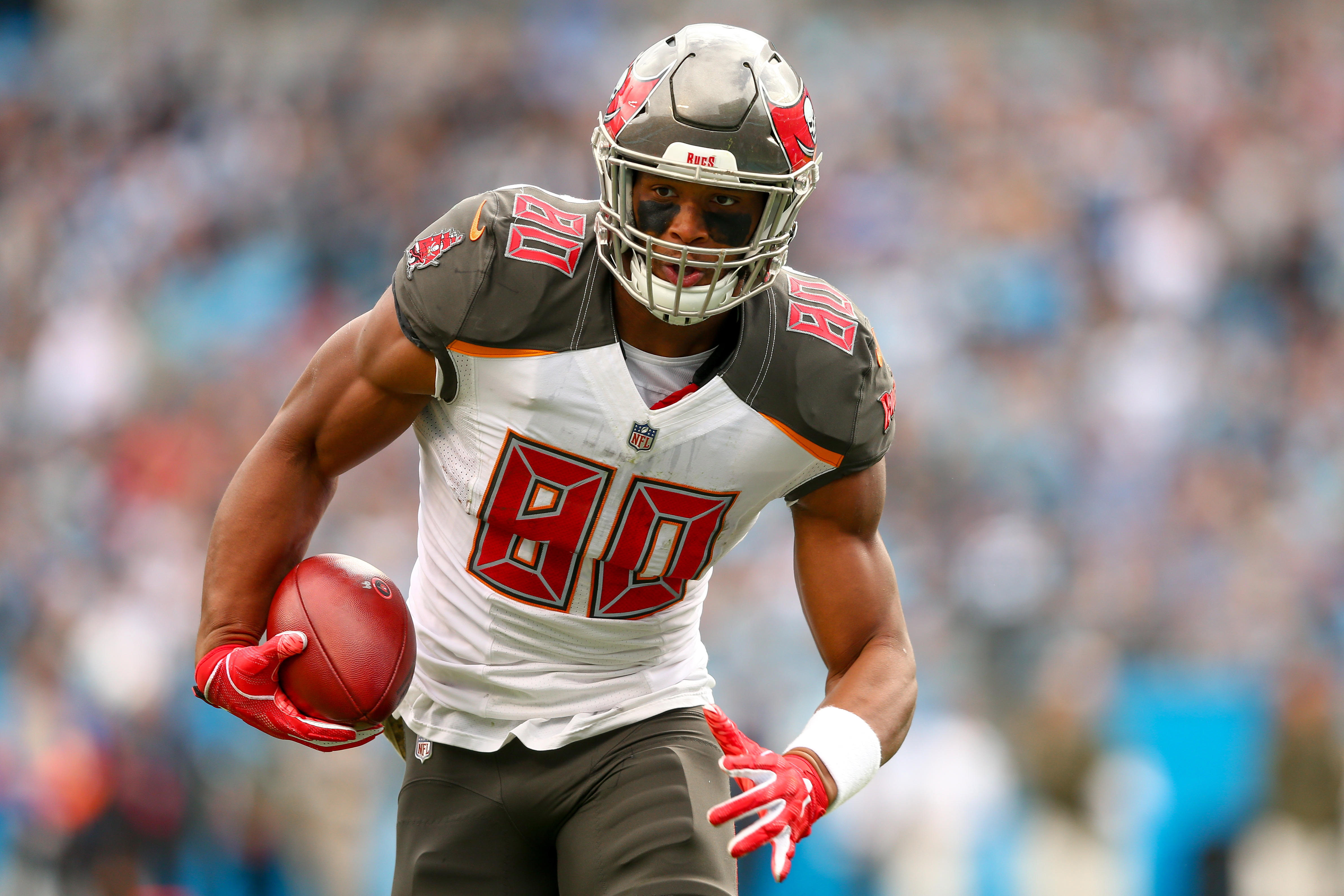 Buccaneers' OJ Howard Is the Perfect Trade Target for the Tight End-Needy Patriots