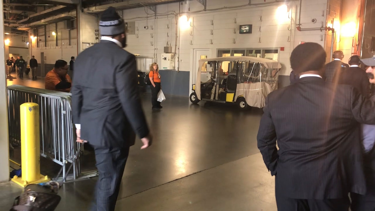 FIRST LOOK VIDEO: Cowboys tackles Tyron Smith and La'el Collins enter MetLife Stadium for Jets game