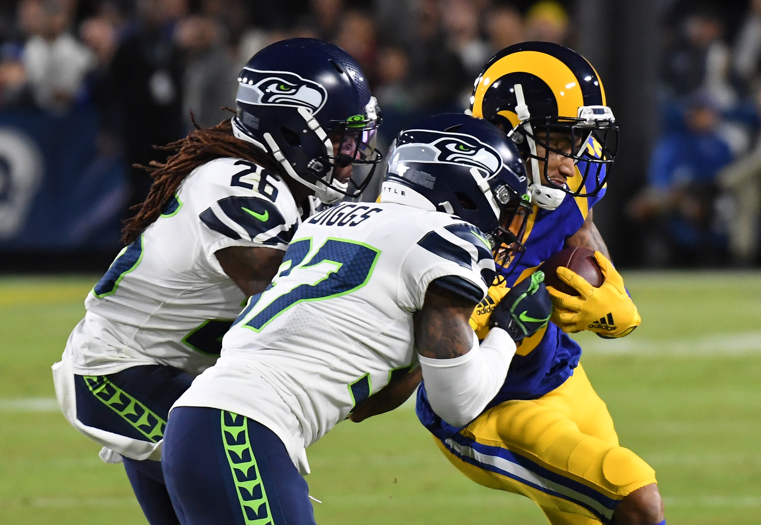 Seahawks' Defense Goes M.I.A. as Rams Build 21-3 Halftime Lead