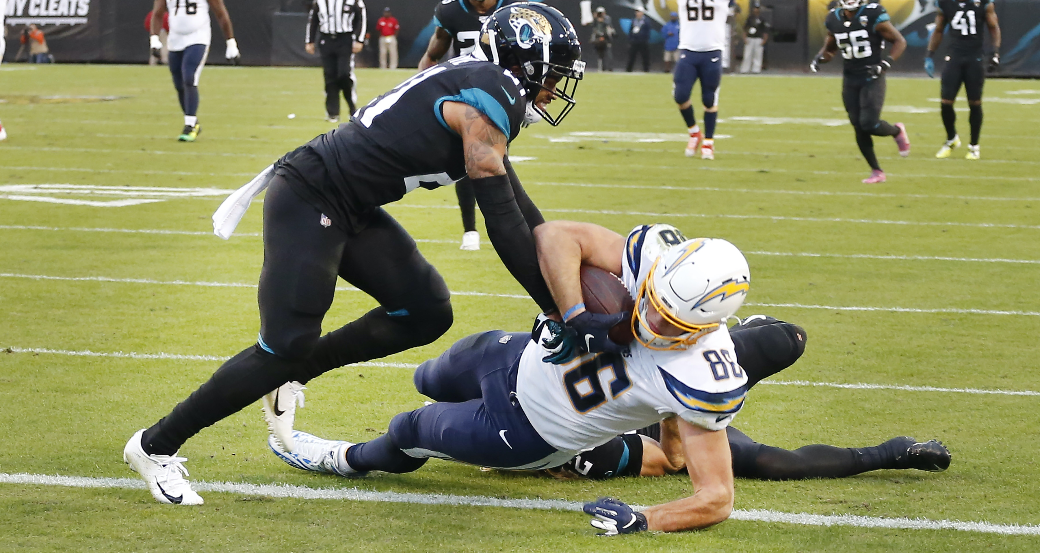 Chargers Linebacker Thomas Davis Designed a Touchdown Play for the Offense