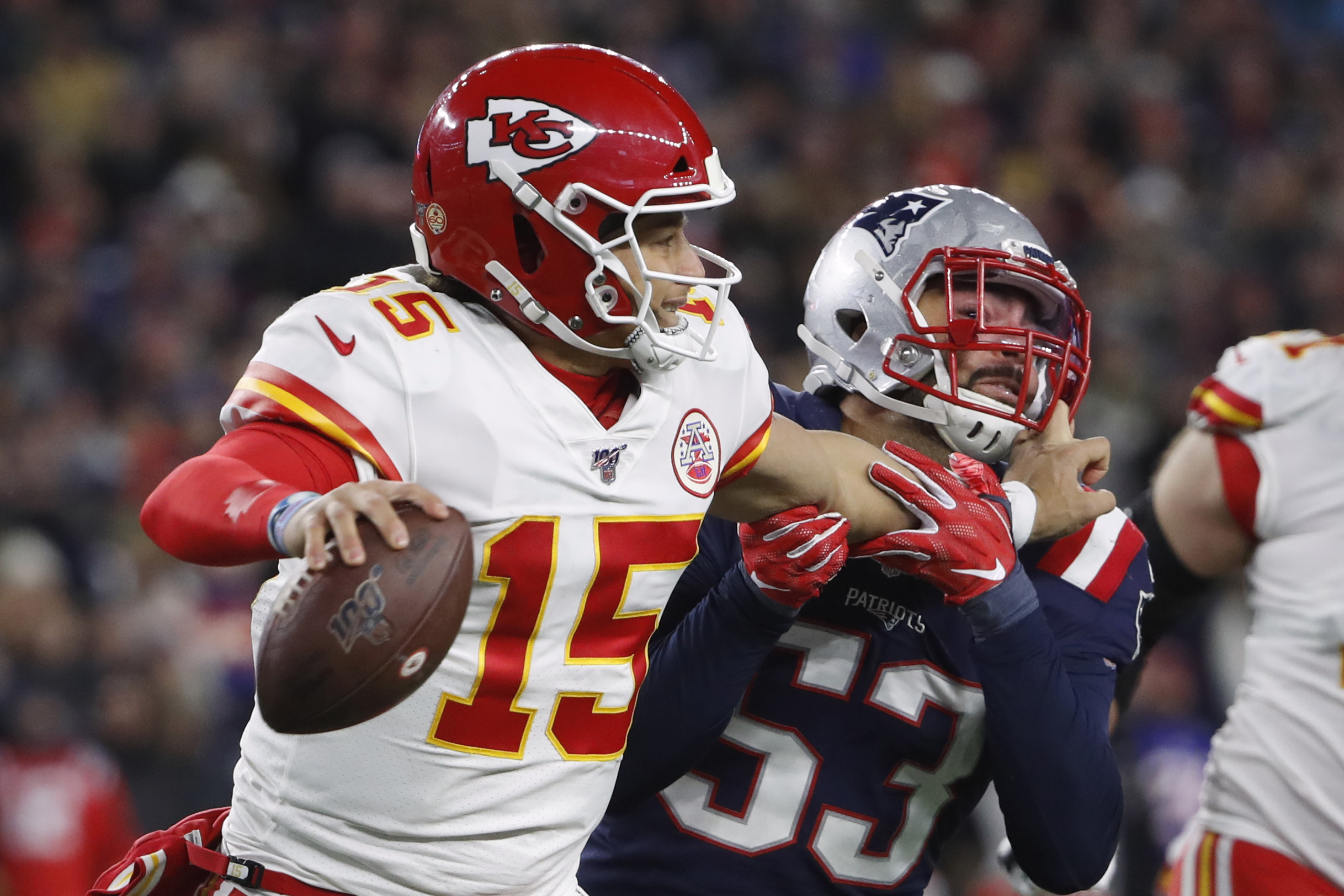 """QB Patrick Mahomes Throwing Hand """"Doing Better"""" as Chiefs Prepare for Broncos"""