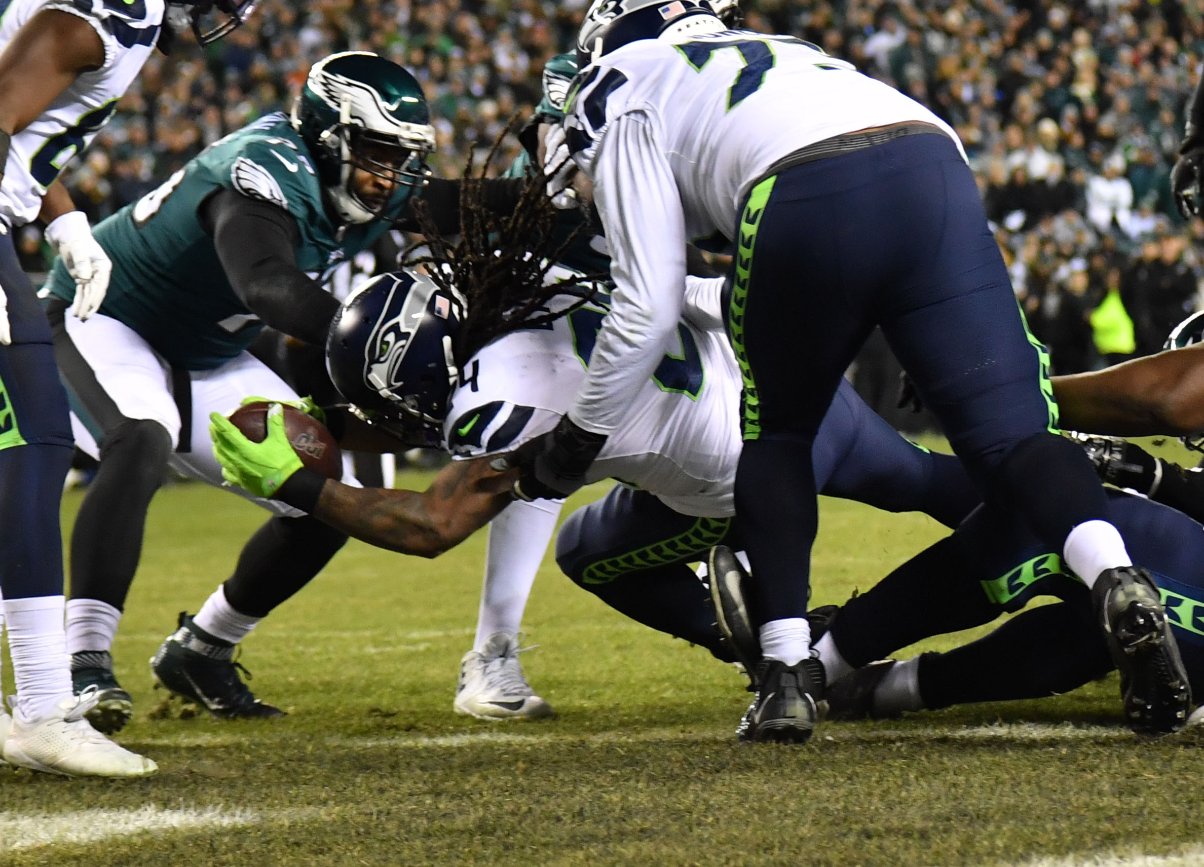 WATCH: Marshawn Lynch Goes 'Beast Mode,' Gives Seahawks Halftime Lead