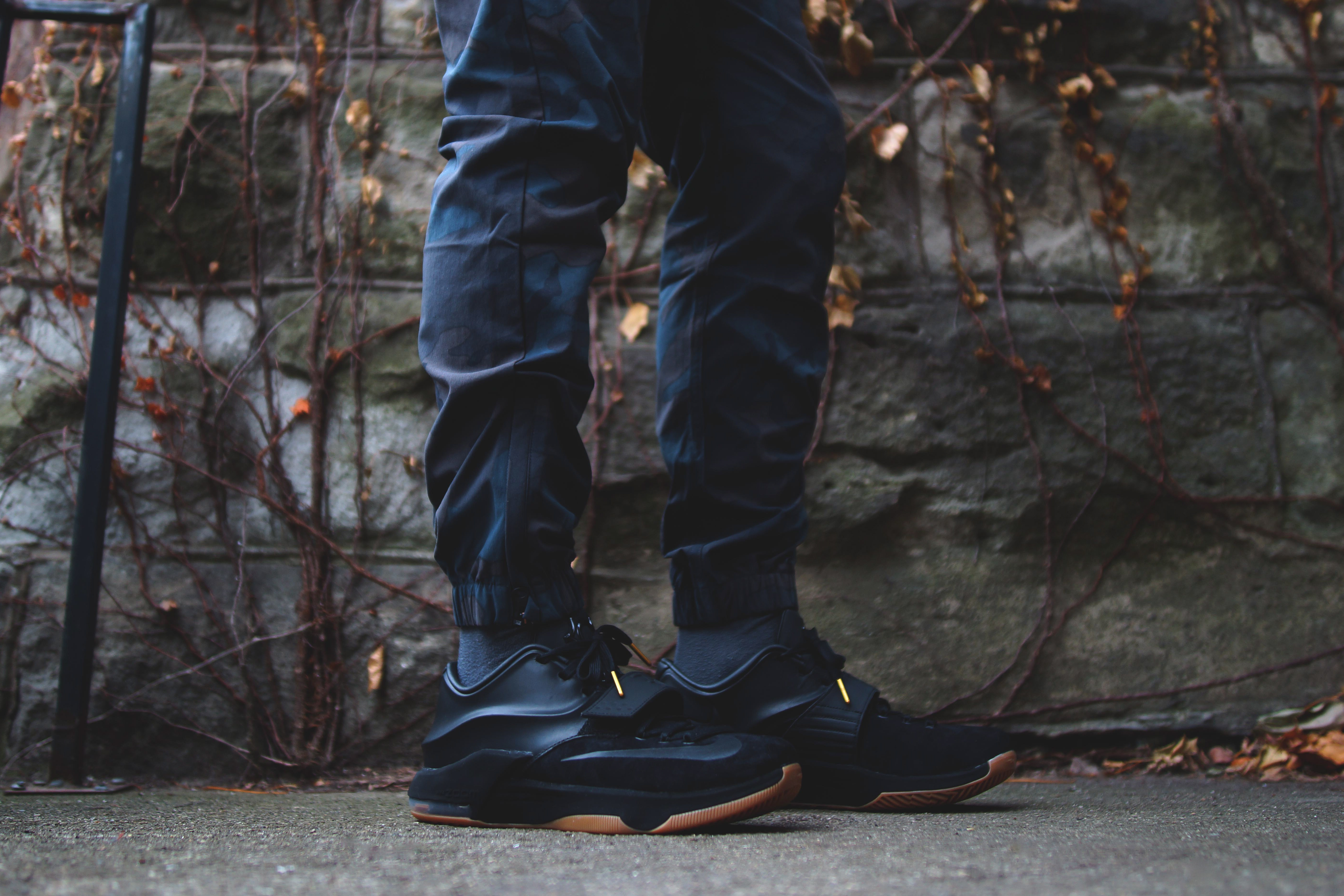 huge selection of b46d8 9079e One Of The Best Nike KD 7's Drops Tomorrow In Black Suede ...