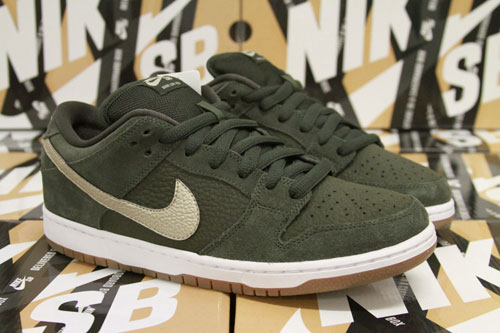 the latest 4543c 608b4 Nike SB Dunk Low