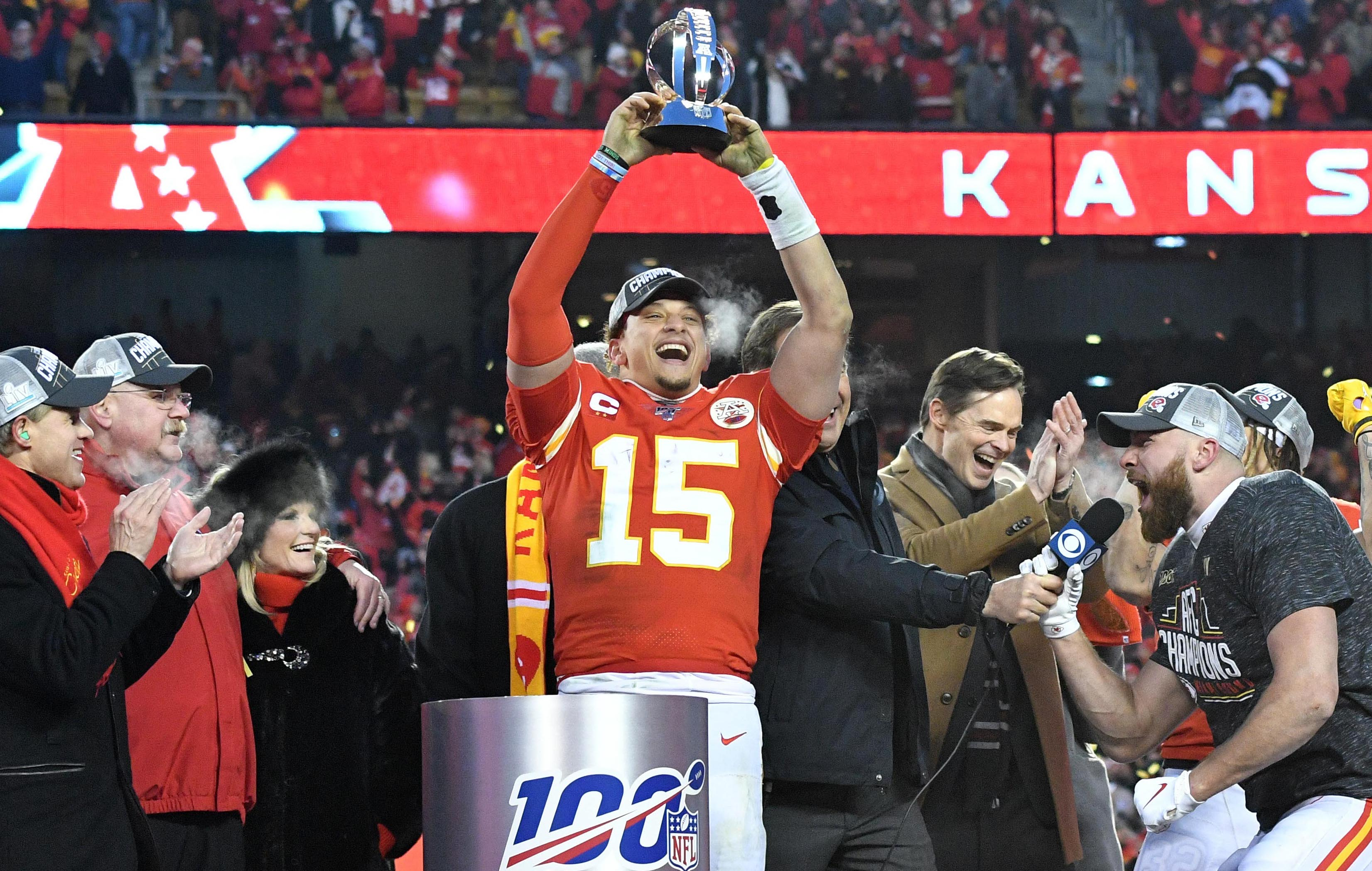 """Patrick Mahomes Extension Coming """"Next 12 to 15 Months,"""" Chiefs' Clark Hunt Says"""