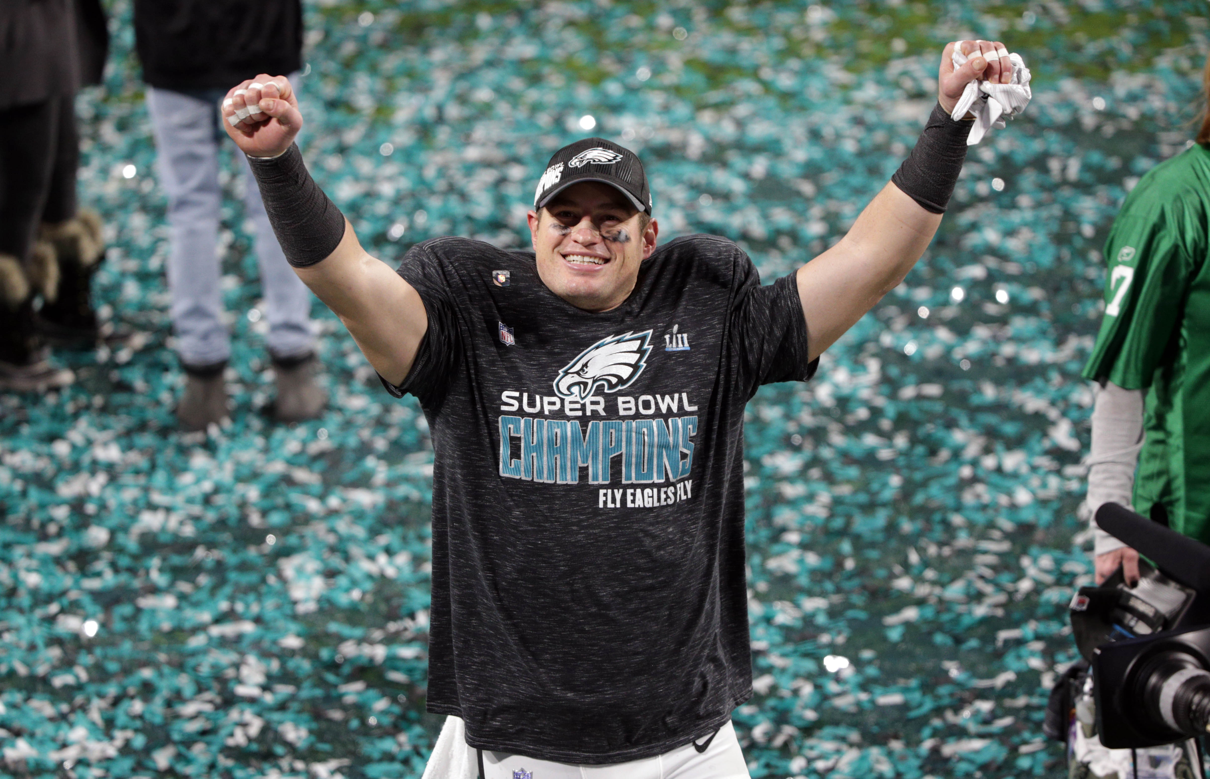 Eagles Bring Back Two Former Players as Consultants