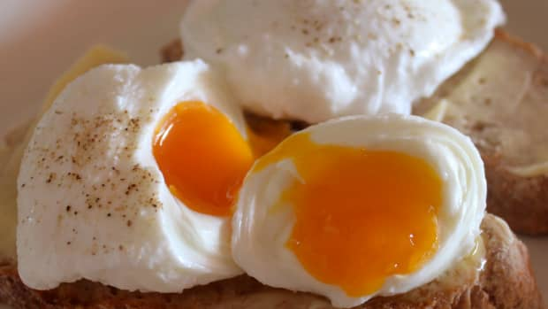how-to-poach-an-egg-perfect-poached-eggs-everytime