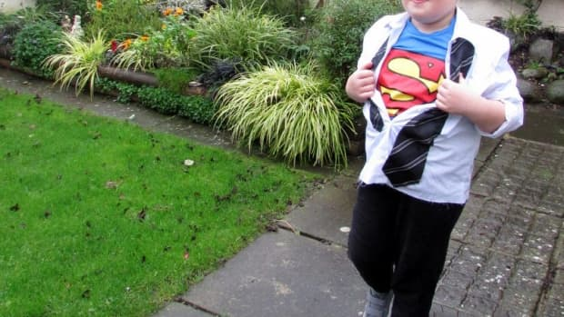 halloween-diy-ideas-how-to-make-halloween-costumes-for-the-kids-superman-clark-kent-for-trickor-treating-homemade