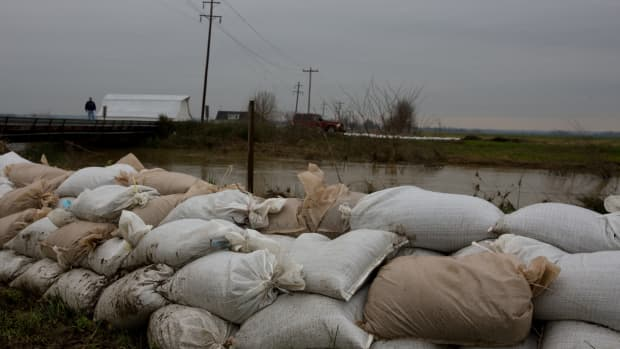 sandbags-other-alternatives-for-stopping-flood-waters
