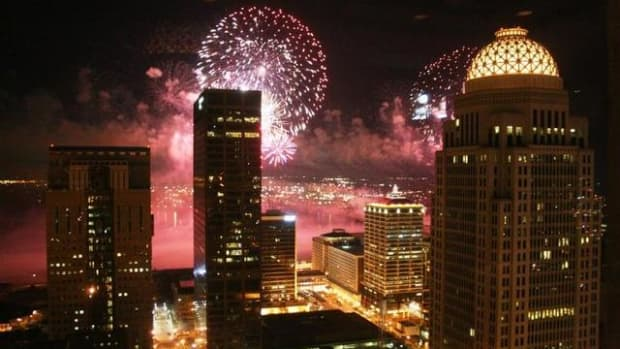 thunder-over-louisville-largest-firework-show-in-the-united-states-kick-off-for-the-kentucky-derby-festival