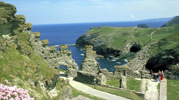 secret-britain-guide-to-the-hidden-legends-and-magical-places-for-the-tourist-who-likes-something-different