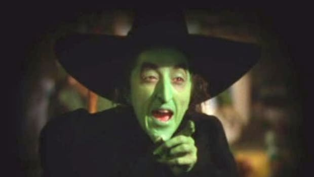 traditions-of-holiday-history-why-is-the-halloween-witchs-face-green