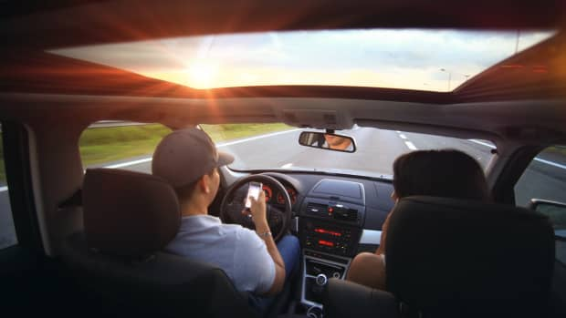 the-top-10-things-to-keep-in-your-car