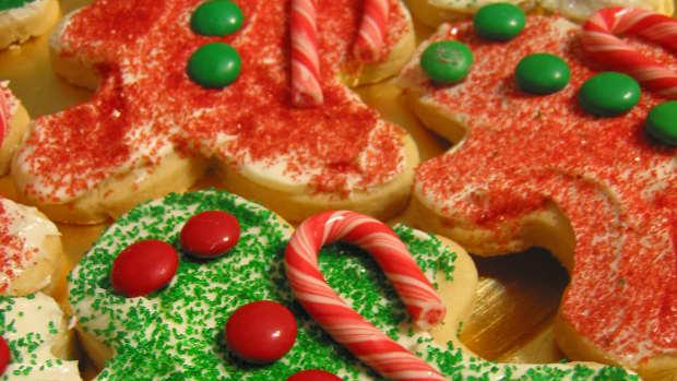 kids-cooking-decorating-christmas-gingerbreadman