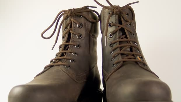 using-shoe-polish-to-change-the-color-of-your-boots