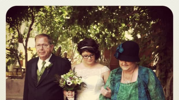using-peacocks-and-peacock-feathers-in-your-wedding-motif