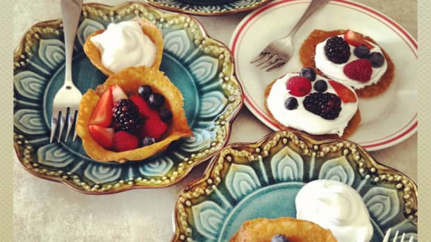 french-lace-cookie-cups-with-fresh-fruit