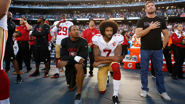 if-you-think-kneeling-during-the-anthem-is-right-think-again
