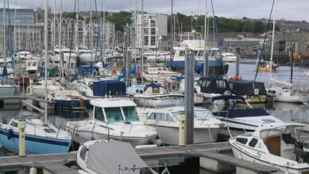 how-to-dock-a-single-engine-powerboat-like-a-prothree-simple-tips