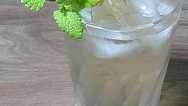recipe-for-fresh-iced-lemon-balm-tea
