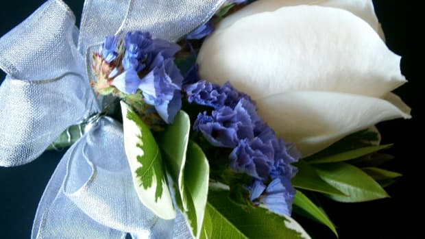 step-by-step-instruction-on-how-to-make-corsages-and-boutonnieres