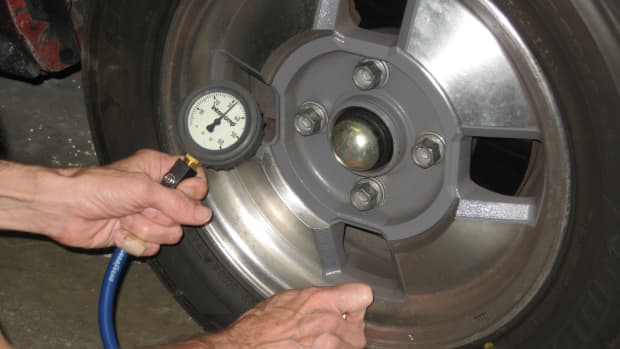checking-tire-pressures-aftermarket-wheels
