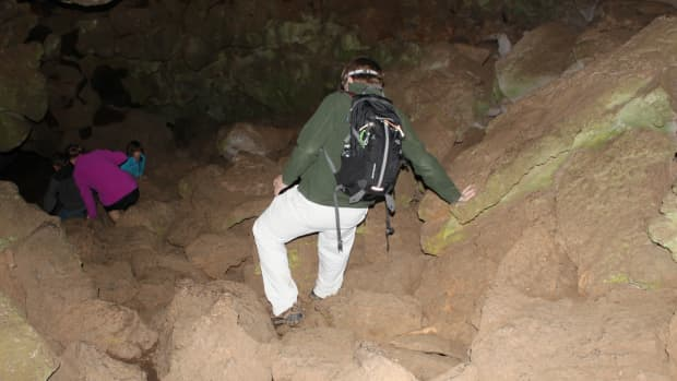 hiking-underground-in-a-lava-tube