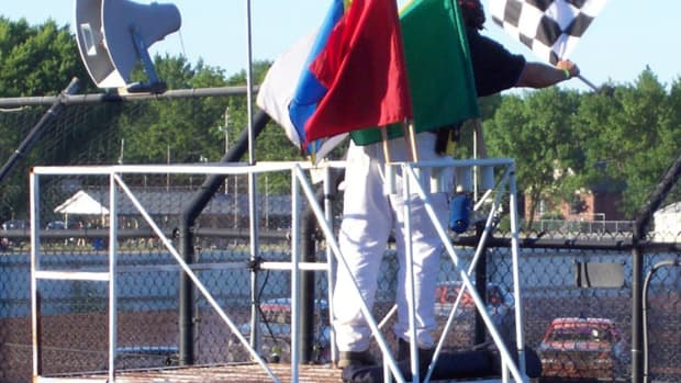 auto-racing-what-do-all-those-different-color-flags-mean