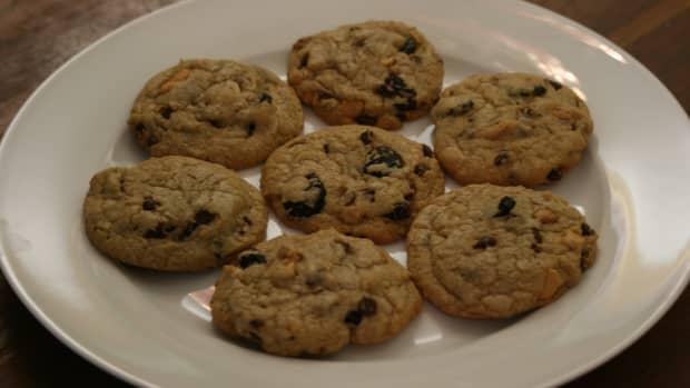 chocolate-cherry-cashew-cookies