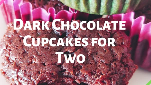 dark-chocolate-spice-cupcakes-with-maple-cream-cheese-frosting