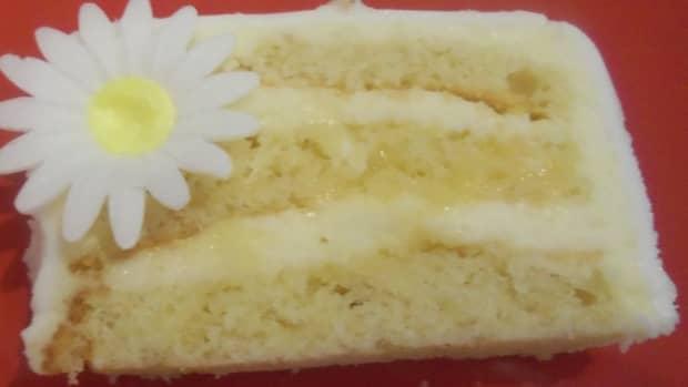 lemon-cream-cake-with-lemon-curd-and-white-chocolate