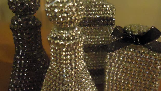 diy-home-decor-make-rhinestone-covered-bottles