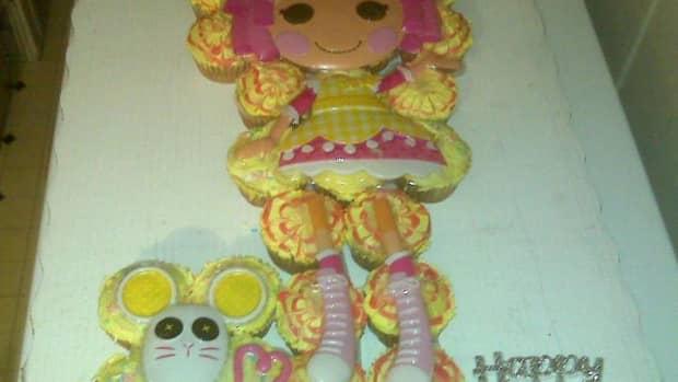 lala-loopsy-birthday-cupcake-cake