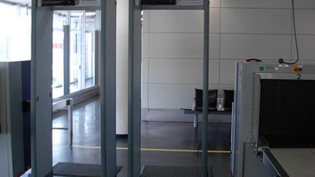tips-to-get-through-airport-security-hassle-free