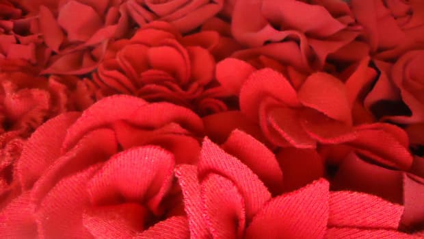 make-gorgeous-fabric-flowers-from-old-t-shirts