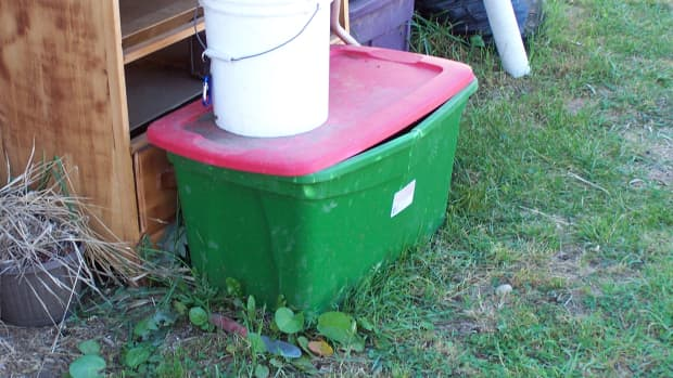 how-to-make-a-compost-bin-from-a-plastic-storage-container