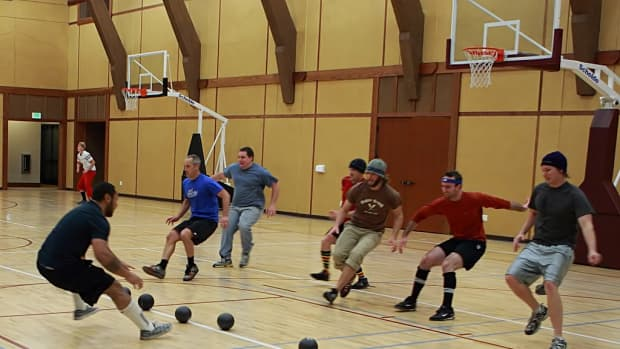 how-to-play-dodgeball-a-beginners-guide