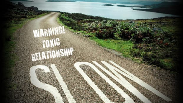 eight-warning-signs-you-are-in-a-toxic-relationship