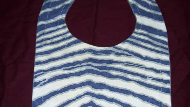 baby-bib-mini-sewing-tutorial-how-to-re-purpose-t-shirts-into-soft-practical-baby-gifts