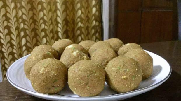 sweet-temptations-2-gram-flour-and-semolina-balls