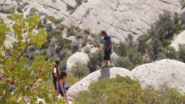 hiking-at-the-devils-punchbowl