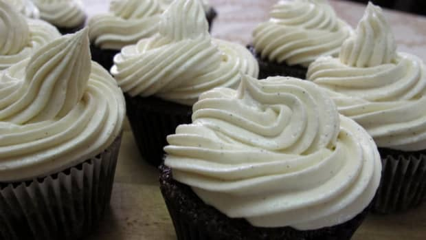 chocolate-cupcakes-with-buttercream-frosting-recipe