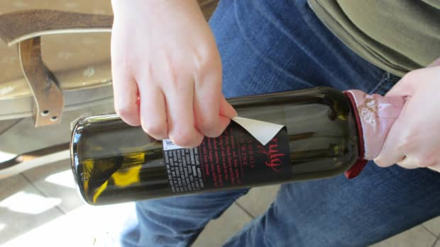how-to-remove-wine-labels-for-art-and-scrapbooking