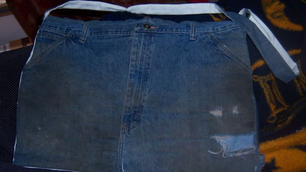 how-to-make-a-messenger-bag-out-of-an-old-pair-of-jeans