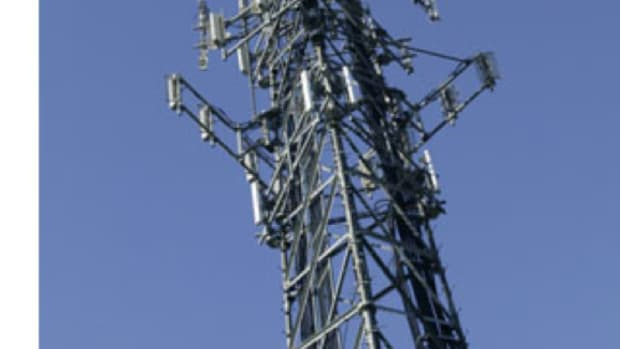 how-cell-phones-and-a-telecom-tower-work