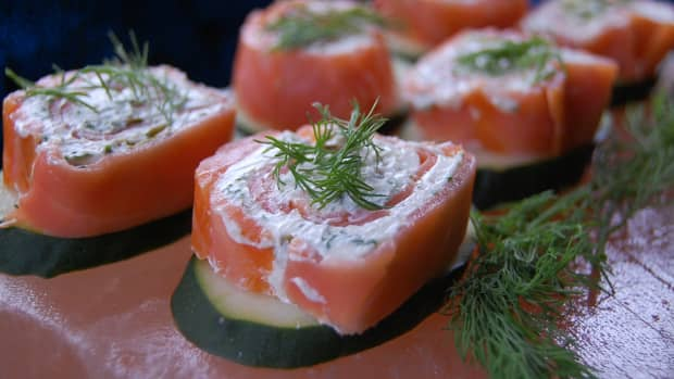 how-to-make-a-smoked-salmon-cold-appetizer-with-capers-and-dill