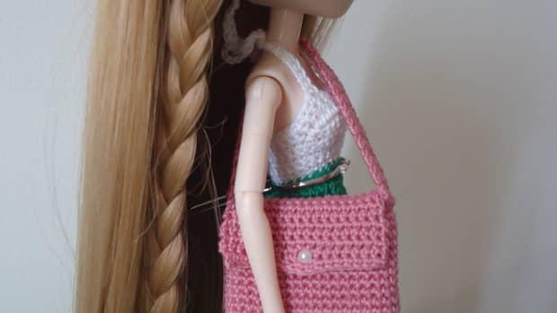 barbie-laptop-messenger-bag-free-crochet-pattern