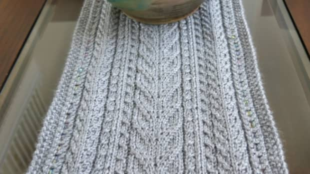 free-knitting-pattern-lace-cables-table-runner